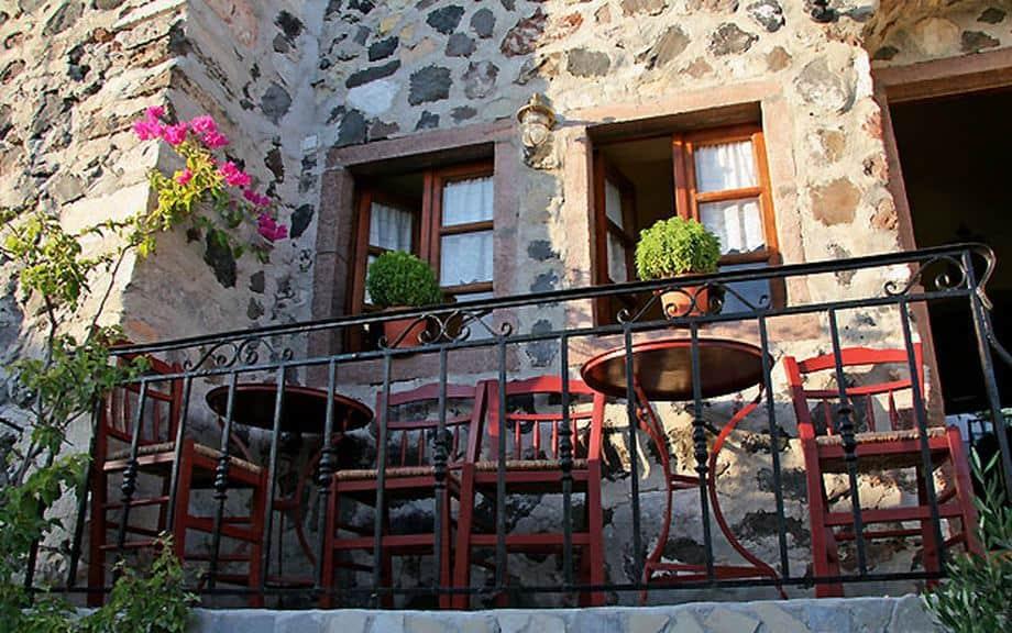 francos-cafe-pyrgos-santorini2