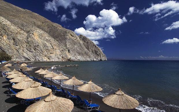 The beautiful beach of Perissa