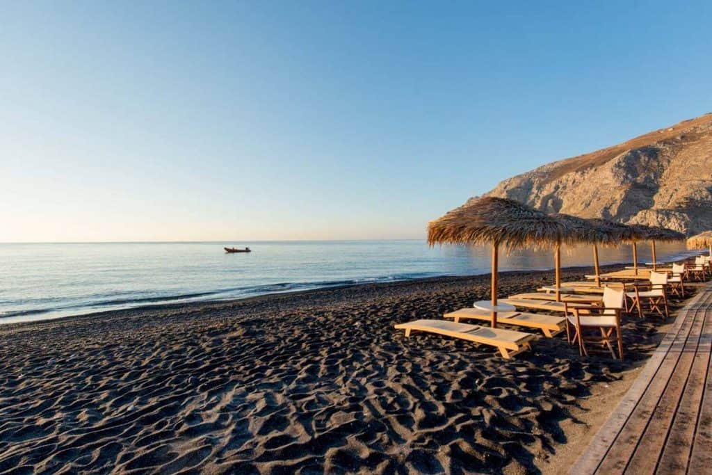 santorini-kamari-beach